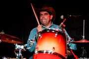 Adrián Flores, baterista con Tail Dragger (Sala Azkena, Bilbao, 2019)