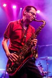 Willy Calambres, saxofonista de Micky & The Buzz (Kafe Antzokia, Bilbao, 2019)