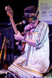 Simon Wild, cantante, guitarrista, one man  band es Professor Baba & His Invisible Band (Hika Ateneo, Bilbao, 2019)