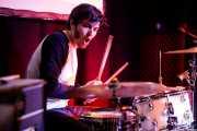 Xavi Sáenz, baterista de Dinamita Brother (Hika Ateneo, Bilbao, 2019)