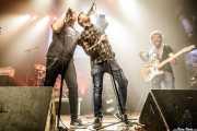 Txemi Arbaiza -voz- y Javier Rivero -guitarra- de Negracalavera con Txarly Romero como cantante invitado (Kafe Antzokia, Bilbao, 2019)