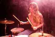Jake Pringle, baterista de The Cavemen (La Nube Café Teatro, Bilbao, 2019)