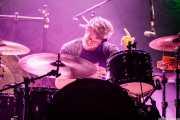 Kurtis Smith, baterista de The Brew (Kafe Antzokia, Bilbao, 2019)