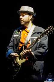 Ken Maiuri,guitarrista y teclista en gira de The B-52's (Azkena Rock Festival, Vitoria-Gasteiz, 2019)