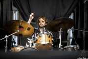 Sotiris Eliopoulos, baterista de Mt. Joy (Azkena Rock Festival, Vitoria-Gasteiz, 2019)