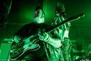 Dirty Jake -guitarra-, Puss Johnson -voz y guitarra- y Filfy Antz -batería- de Pussycat & The Dirty Johnsons (Azkena Rock Festival, Vitoria-Gasteiz, 2019)