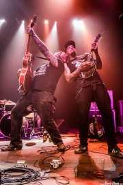 Mikey Classic -voz y guitarra- y Jayke Orvis -mandolina y banjo- de The Goddamn Gallows (Kafe Antzokia, Bilbao, 2019)