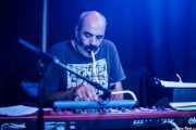 Mariano Hurtado, teclista y melódica  de Thalia Zedek & Anari (Kafe Antzokia, Bilbao, 2019)