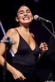 Carolina Garcia, cantante corista de Swamp Dogg (Kafe Antzokia, Bilbao, 2019)