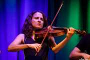 Marina Barredo, violinista de Swamp Dogg (Kafe Antzokia, Bilbao, 2019)