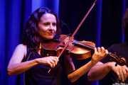 Marina Barredo, violinista de Joe Bataan (Kafe Antzokia, Bilbao, 2019)