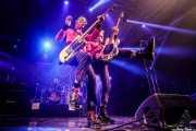 """Michael """"Olga"""" Algar -voz y guitarra-, Tom """"Tommy Goober"""" Blyth -bajo- y Duncan """"The Amazing Mr. Duncan"""" Redmonds -batería- de The Toy Dolls (Santana 27, Bilbao, 2020)"""