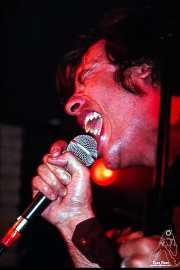 Francis Riera, cantante de The Meows (Sala Azkena, Bilbao, )