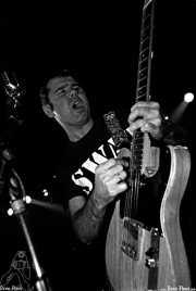 Juan Carlos Parlange, cantante y guitarrista de Bonzos (Sala Azkena, Bilbao, )