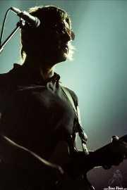 Gem Archer, guitarrista de Oasis (Pabellón de La Casilla, Bilbao, )