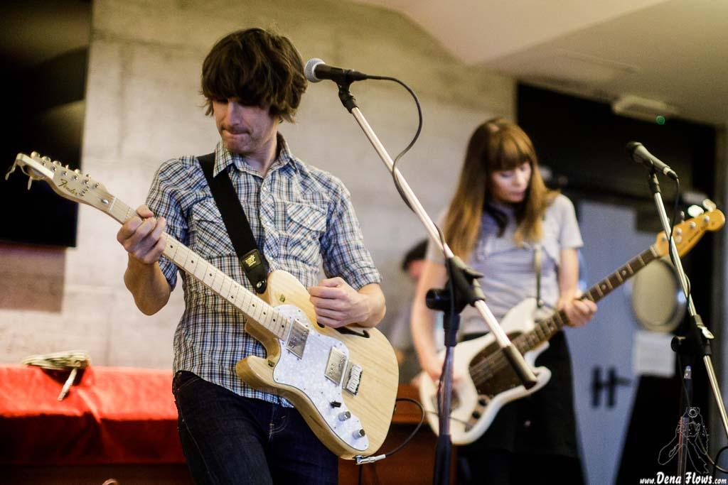 Zac Anthony -voz y guitarra- y Kate Goldby -bajo y voz- de The Wellingtons