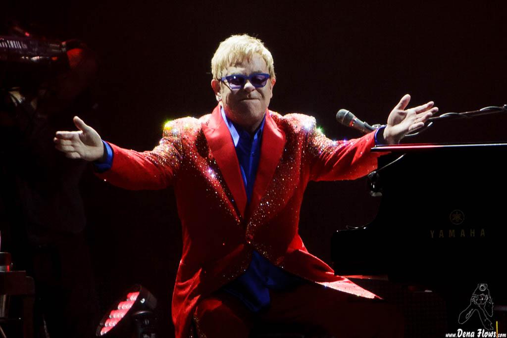 Pinchar para ir a la galería de Elton John