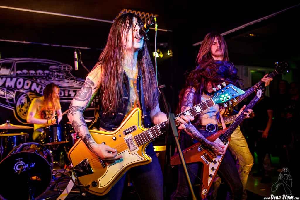 """Jimmy Karlsson """"Jimi Disease"""" -batería-, Jennifer Israelsson """"Jenna Disease"""" -voz y guitarra-, Anna Skogö """"Acid Queen"""" -guitarra y voz- y Nicklas Hellqvist -bajo- de Honeymoon Disease"""